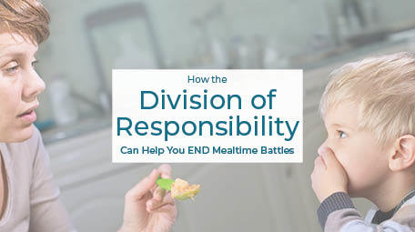 Tired of mealtime battles with your kids? Whether they are about to start solid foods or they are school-aged, using the Division of Responsibility in feeding can help you to prevent, or end, food battles now! Learn from a feeding specialist how to start, and things you need to know before starting. #divisionofresponsibility #feedingtips #pickyeating