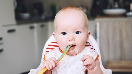 Are you on the fence about baby led weaning? Wondering if it is safe to combine baby led weaning and traditional weaning? Get the scoop from a child feeding expert about whether combining methods increases your baby's choking risk, and whether you should do a 2 week reset period if you've ever served your baby purees. #babyledweaning #blw #startingsolids #firstfoods