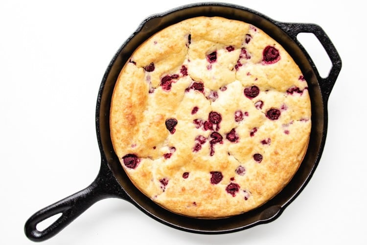 A delicious baby-friendly skillet pancake recipe that is quick and healthy. Great for weekend breakfasts and Sunday brunches, it won't leave you standing over the stove for hours. Perfect for baby-led weaning and eating with the whole family. #babyledweaningrecipes #breakfast #easybreakfast #pancakes