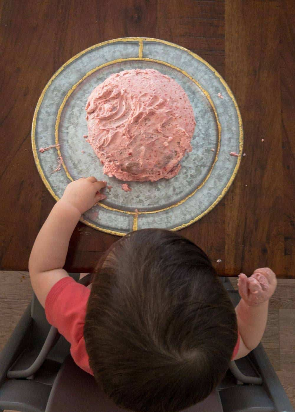 This easy and healthy fruit-sweetened smash cake is a great option for your baby's 1st birthday. Fruit-sweetend with bananas and strawberries, and a simple whip cream frosting to top it off! #firstbirthdaysmashcake #healthycake #fruitsweetened #nosugar
